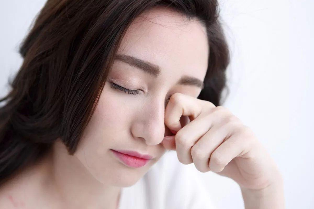thói quen gây hại cho mắt